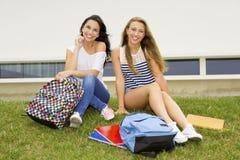 Estudiantes hermosos y felices Fotos de archivo