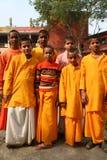 Estudiantes hindúes alegres en un grupo. Foto de archivo libre de regalías