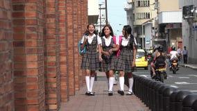 Estudiantes hispánicos adolescentes femeninos felices Fotografía de archivo