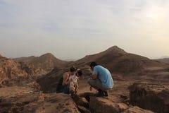 Estudiantes israelíes al aire libre en la naturaleza Foto de archivo libre de regalías