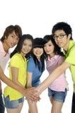 Estudiantes jovenes asiáticos Fotos de archivo libres de regalías
