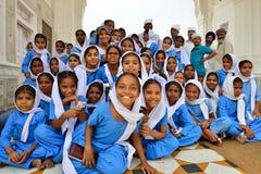 Estudiantes jovenes sikh en el templo de oro, Amritsar Fotos de archivo libres de regalías
