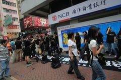 Estudiantes que cantan el evento para memorizar protestas de la Plaza de Tiananmen de China de 1989 Imagen de archivo libre de regalías