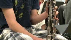 Estudiantes que practican en la clase de música (7 de 7) metrajes