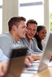 Estudiantes que sonríen en clase Foto de archivo libre de regalías