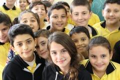 Estudiantes que sonríen en sala de clase Imágenes de archivo libres de regalías