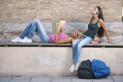 Estudiantes Relaxed Fotografía de archivo libre de regalías