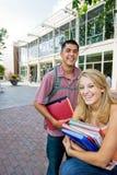 Estudiantes sonrientes Fotos de archivo libres de regalías