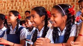 Estudiantes tribales en una escuela en la India Foto de archivo libre de regalías