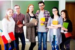 Estudiantes universitarios en una conferencia Fotos de archivo libres de regalías