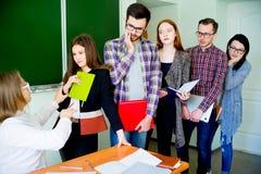 Estudiantes universitarios en una conferencia Imagen de archivo