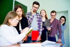 Estudiantes universitarios en una conferencia Foto de archivo