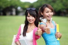 Estudiantes universitarios felices de la muchacha Fotografía de archivo libre de regalías