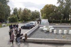 Estudiantes universitarios que hablan en la universidad de Kazán, Federación Rusa Imagen de archivo libre de regalías