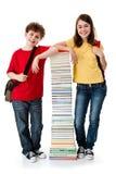 Estudiantes y pila de libros Imagen de archivo libre de regalías