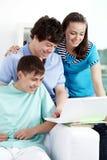 Estudiar adolescencias Imagen de archivo libre de regalías