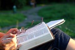 Estudio 4 de la biblia Foto de archivo libre de regalías