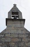 Estudio de la aguja de la iglesia con la campana Foto de archivo