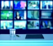 Estudio de la emisión por televisión de las noticias Imágenes de archivo libres de regalías