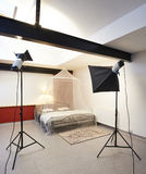 Estudio de la foto con el equipo de iluminación Foto de archivo libre de regalías