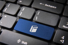 Estudio de la llave de teclado del libro azul, fondo de la educación Imágenes de archivo libres de regalías