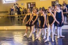 Estudio de las muchachas del ballet Imagenes de archivo