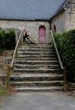 Estudio de los pasos que llevan a una iglesia Imagenes de archivo