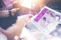 Estudio de mercados virtual del interfaz del gráfico del icono de la conexión global del primer Negocio Team Brainstorming Proces foto de archivo libre de regalías