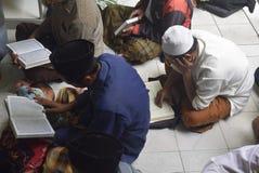 Estudio del quran del al del tadarus Foto de archivo libre de regalías