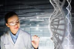 Estudio e investigación de la bioquímica Técnicas mixtas Imagen de archivo
