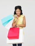 Estudio tirado de adolescente con los bolsos de compras Foto de archivo libre de regalías