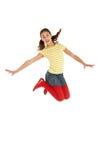 Estudio tirado de la chica joven que salta en aire Foto de archivo
