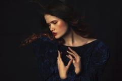 Estudio tirado de mujer hermosa Foto de archivo libre de regalías