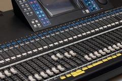 Estudios grandes del mezclador audio. Fotos de archivo libres de regalías
