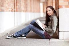 Estudo étnico do estudante universitário Fotos de Stock Royalty Free