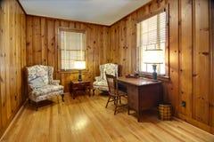 Estudo com paredes de madeira Imagens de Stock Royalty Free