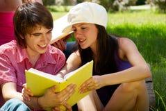 Estudo da faculdade ou dos estudantes universitários Imagens de Stock Royalty Free