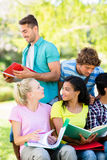 Estudo das estudantes universitário Imagens de Stock
