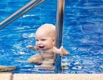 Estudo do bebê a nadar Imagens de Stock