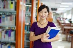 Estudo em uma biblioteca Fotos de Stock Royalty Free