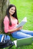 Estudo latino-americano do estudante universitário Fotos de Stock Royalty Free