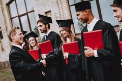 Estudos do revestimento professor Diplomas dos estudantes tampão imagens de stock