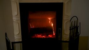 Estufa ardiente de madera casera nacional almacen de video