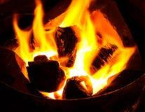 Estufa con la llama del carbón de leña Foto de archivo libre de regalías