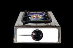 Estufa de gas con la llama en fondo negro Fotografía de archivo libre de regalías