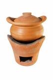 Estufa del pote de arcilla de Brown y de la arcilla aislada en el fondo blanco Fotos de archivo libres de regalías