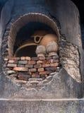 Estufa na oficina da cerâmica, Puebla da cerâmica, México imagens de stock