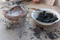 Estufa y carbón de leña Foto de archivo