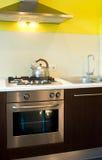 Estufa y horno de gas en cocina Fotos de archivo libres de regalías