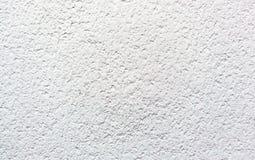 Estuque emplastrado da parede do cimento branco textura velha fotos de stock
